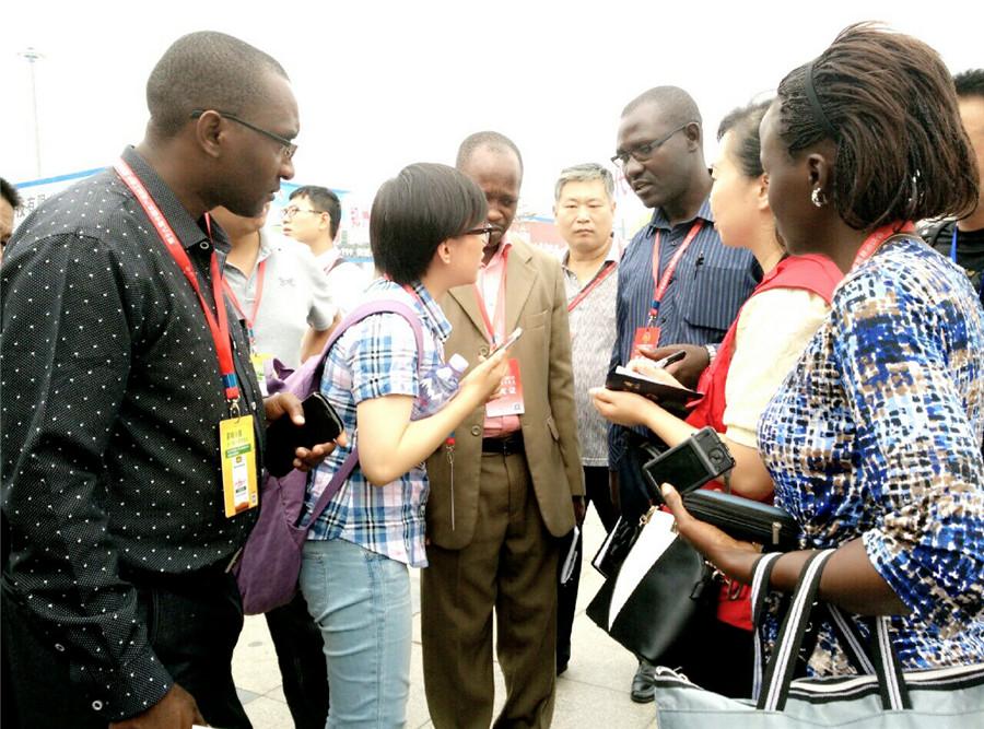 第十九届中国农加工洽谈会上的境外客商