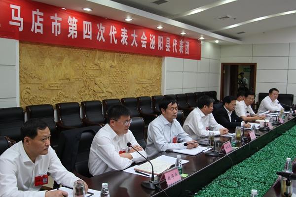 余学友陈星与代表们一同审议市四次党代会工作报告