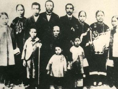1915年,孙中山为娶宋庆龄,与卢慕贞协议离婚.卢氏晚年定居于澳门.