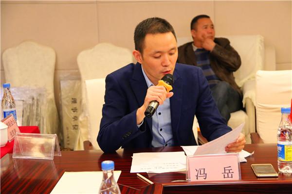 驻马店市萤火虫公益协会秘书长冯岳公布了会费