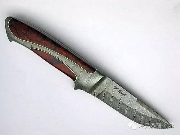 再放一幅小玫瑰花纹长剑打磨图案