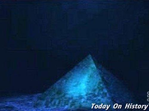 百慕大三角惊现水晶金字塔