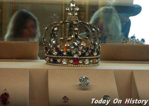 法国王冠钻石珠宝失踪之谜