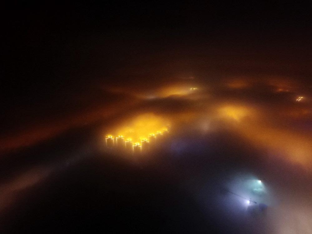 太魔幻!雾霾笼罩下的城市之夜
