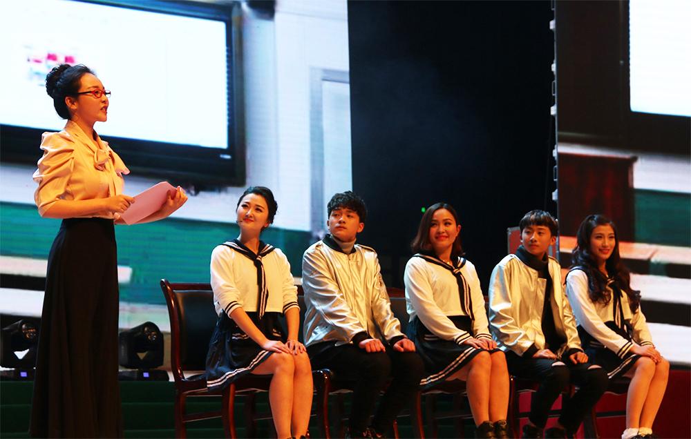 快闪《不忘初心》 编舞:史欣鹭、刘扬 伴舞:百课舞蹈工作室