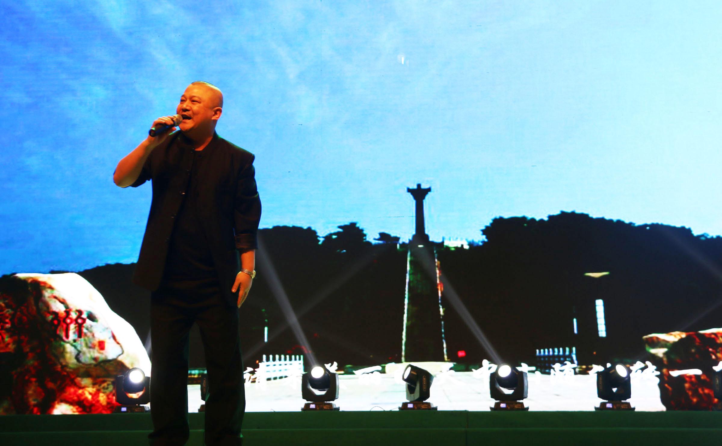 《世界那么大,我想去驻马店》、《你是我的玫瑰花》 演唱:彭三