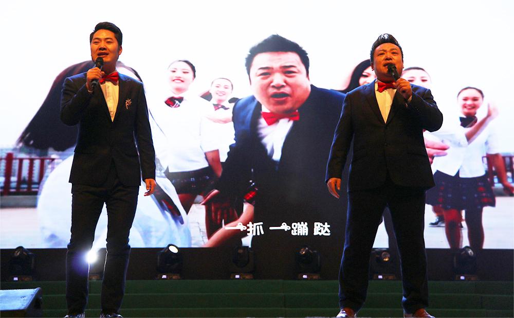 歌曲《爱拼才会赢》 演唱:余润泽、徐铵     伴舞:尚姿女子舞蹈队