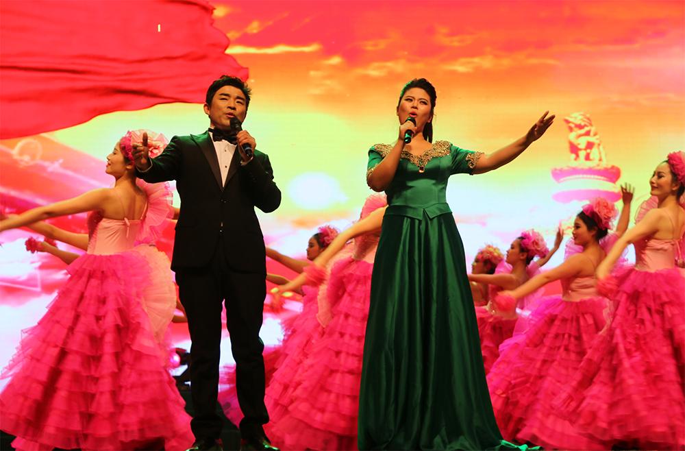 歌曲《共圆中国梦》 演唱:陈艳伟、张小萌 伴舞:百课舞蹈工作室