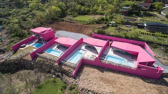 别墅游泳池鹅卵石