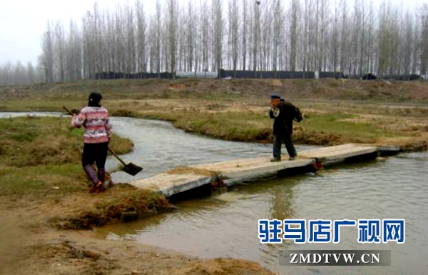 夫妻义务架桥270座村民过河不