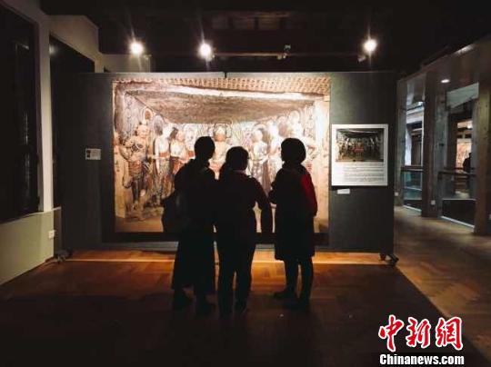 """""""敦煌壁画艺术精品高校公益巡展""""走进上海高校"""