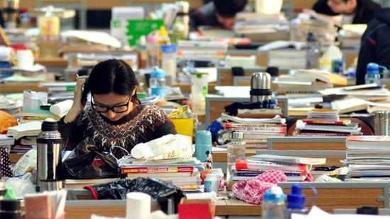 国家线公布,考生为考研复试备考。