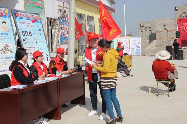 确山县人民检察院开展送法到乡村活动