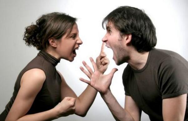 老公就应该比老婆赚的钱多吗?仅53.2%受访者认同
