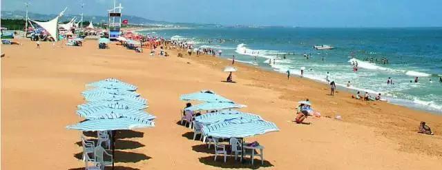> 正文  金海滩海水浴场位于威海市高新区,全长1500多米,海水清澈,沙