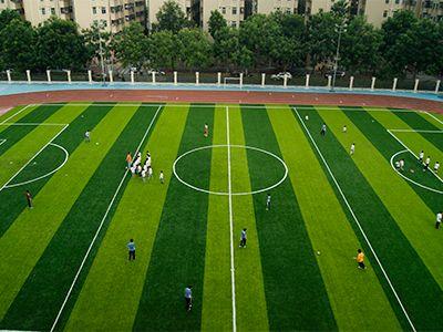 新疆新建和改扩建500个校园足球场地
