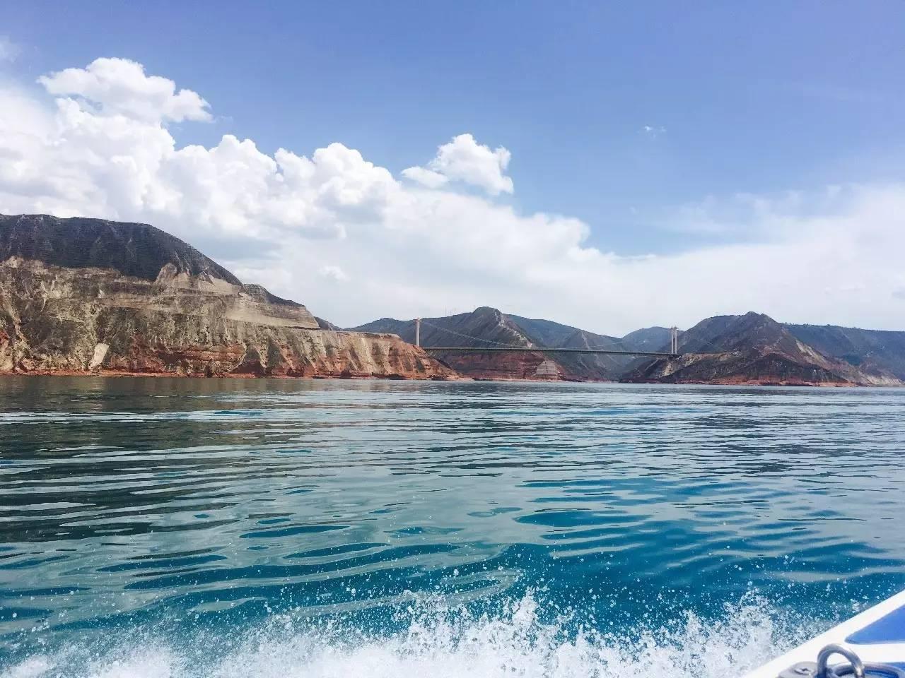 甘肃省永靖县黄河三峡风景名胜区位于甘肃省中部西南,临夏回族自治州