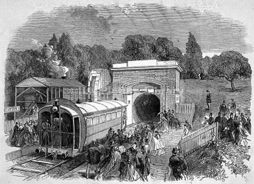 """1864年,英国水晶宫的""""管道铁路""""曾大出风头。"""