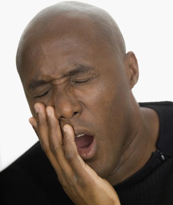 非洲小伙暴晒后吹空调面瘫:吹冷风只是诱因