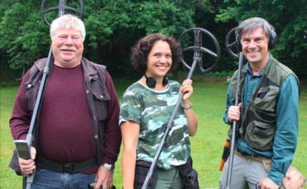 3名丹麦业余考古爱好者发现史上最大规模维京宝藏