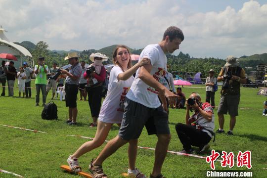 国内外200多对情侣齐聚贞丰体验中华文化