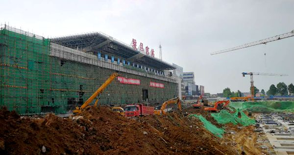 驻马店火车站内外装修进行中 预计11月底完工