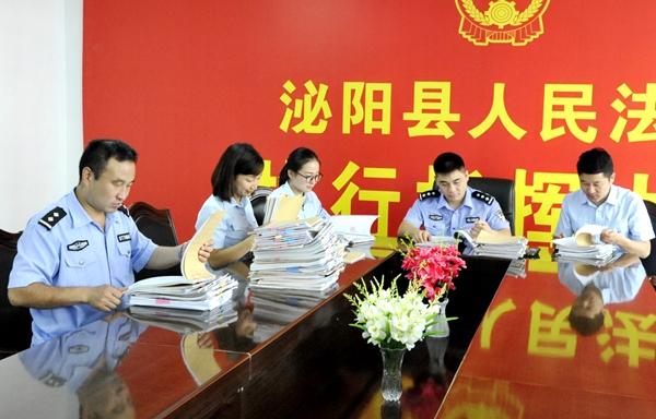 泌阳县人民法院:评查执行卷宗   促进办案规范