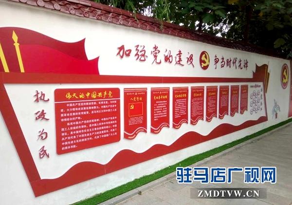 """文化宣传长廊长约400多米,内容涉及有""""中国梦"""",""""未成年人思想道德建设"""