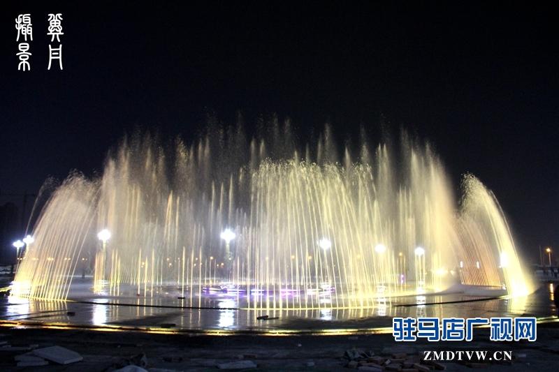 一个摄影爱好者用镜头记录一座城市的变化,用作品推荐自己的家乡,以城市夜景为主线,全方位展现文化西平、文明西平、美丽西平。(摄影/冀丹)