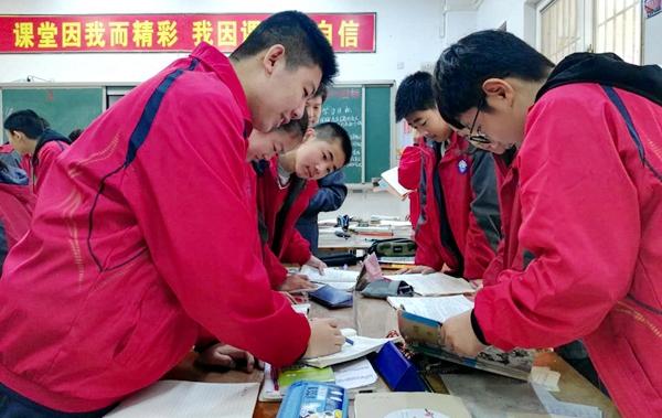 """""""十九大""""时光:驻马店实验中学全面提高教育质量 让学生幸福学习成长"""