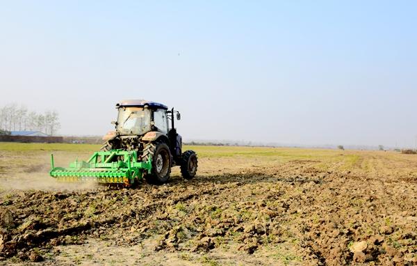 正阳:免费深松整地让农民得实惠