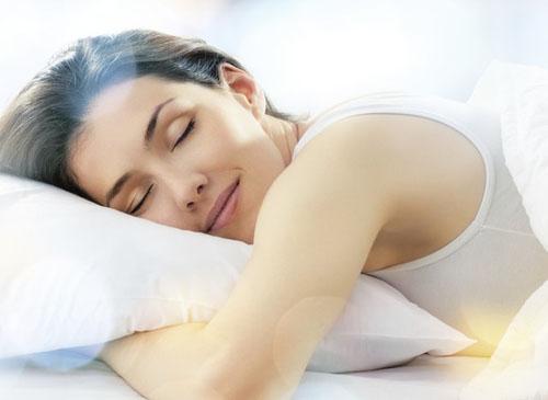 枕头过高、过度用脑 睡前6大行为让你彻夜难眠