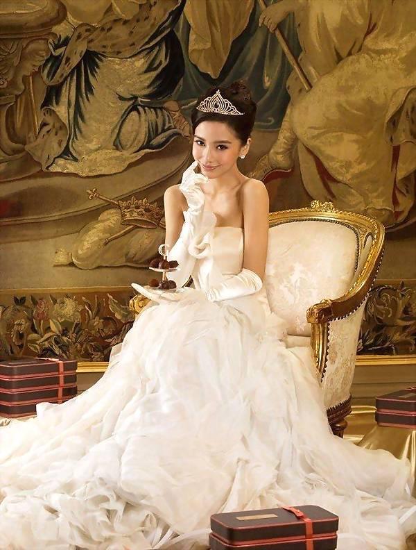 迪丽热巴和baby早期婚纱照曝光,你觉得哪个更美?