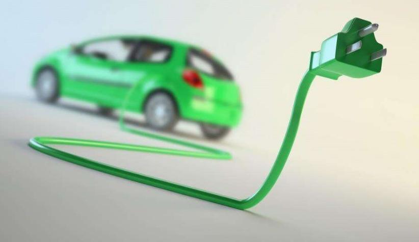核心提示:近年来,中国新能源汽车产业规模持续扩大,政策稳步推进。日前,在2018中国电动汽车百人会论坛上,工信部部长苗圩表示,2017年中国新能源汽车产量79.4万辆,销量77.7万辆,连续3年居世界首位。  【国搜口碑转载】用北汽纯电动汽车3年了,性能还不错,噪音小,起步快,后期保养和日常费用低,充电也方便,感觉真的很靠谱!