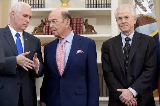 ▲美国副总统彭斯(左)、罗斯(中)及纳瓦罗(美联社)