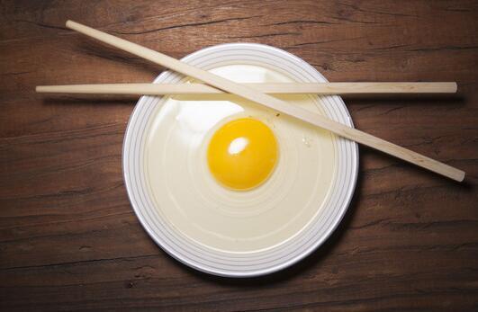 鸡蛋黄散了还能吃吗 鸡蛋黄散了是不是坏了