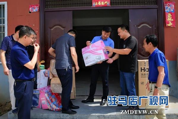 驻马店市工商局局长宋炳顺到西平看望慰问驻村干部