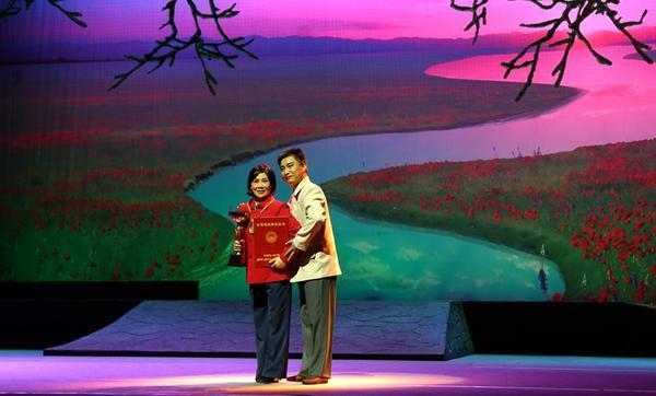 走进大型豫剧现代戏《嫂娘·大娘·亲娘》的台前幕后