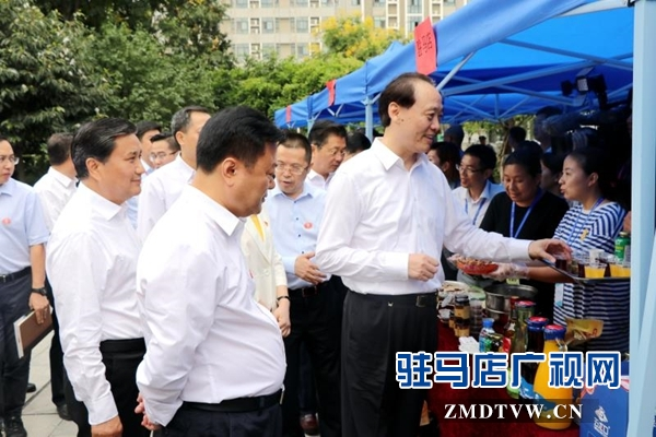余欣荣一行出席贫困地区农产品展示及品鉴活动