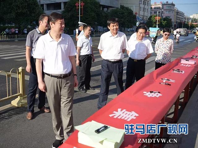 01 上蔡县开展扫黑除恶专项斗争万人签名活动