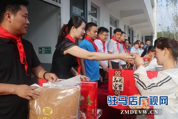 """""""情系教师节 慰问暖人心""""爱心捐赠走进靳庄小学"""