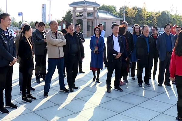 第八届黄河戏剧节专家评委团来西平县参观考察