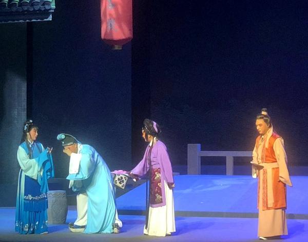 古装豫剧《梨花》在驻马店群星剧场精彩上演