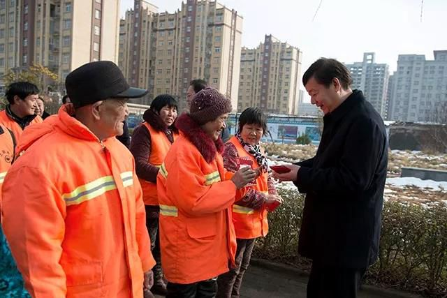 胡建辉带队走访慰问一线工作人员