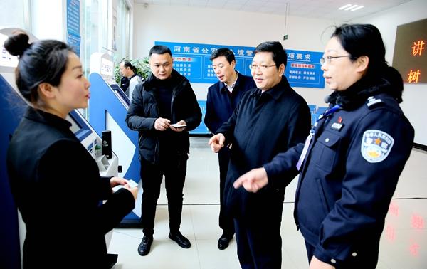 郭渊主持召开市公安局党委扩大会并看望一线公安民警