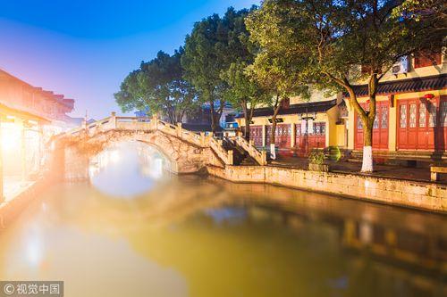 杭州边最有年味的江南古镇 琥珀色的花雕里藏着绍兴人的分寸和江湖