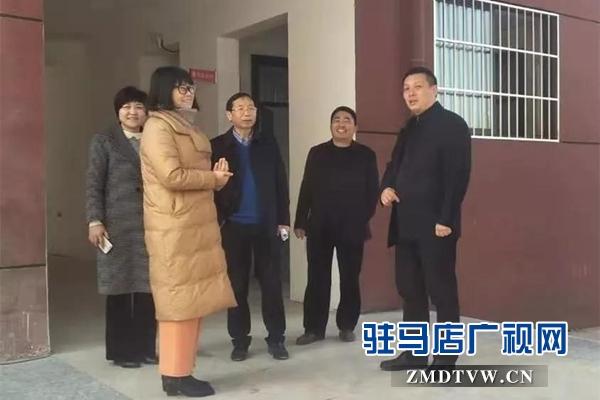上蔡县主要领导到第七小学慰问优秀教师代表