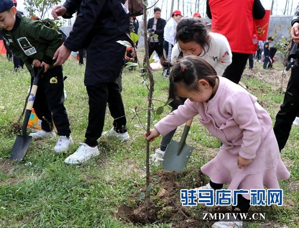 驻马店广播电视台FM102.4组织听友开展义务植树活动