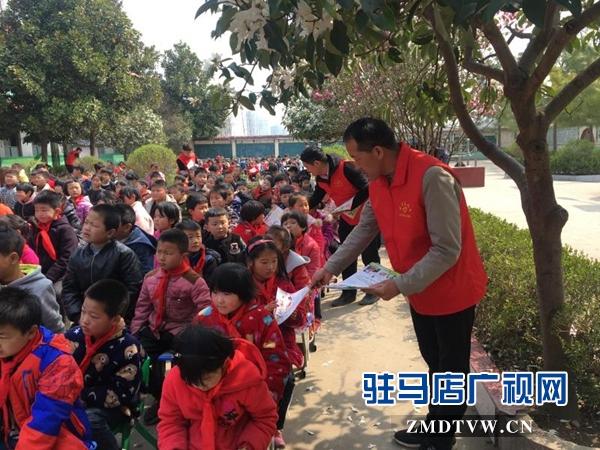 """新蔡县开展""""全国中小学安全教育进校园"""" 宣传活动"""