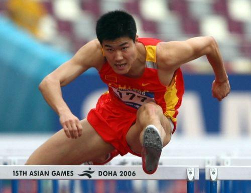 跨栏名将史冬鹏将领跑嵖岈山马拉松赛